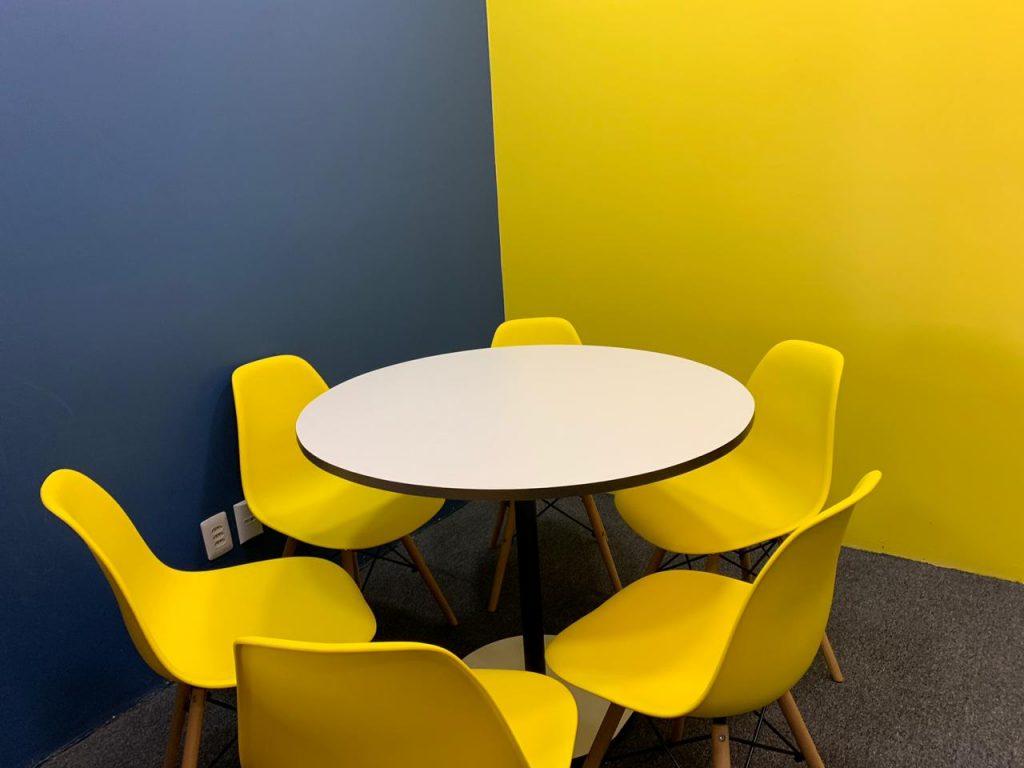 sala de reunião para quatro pessoas