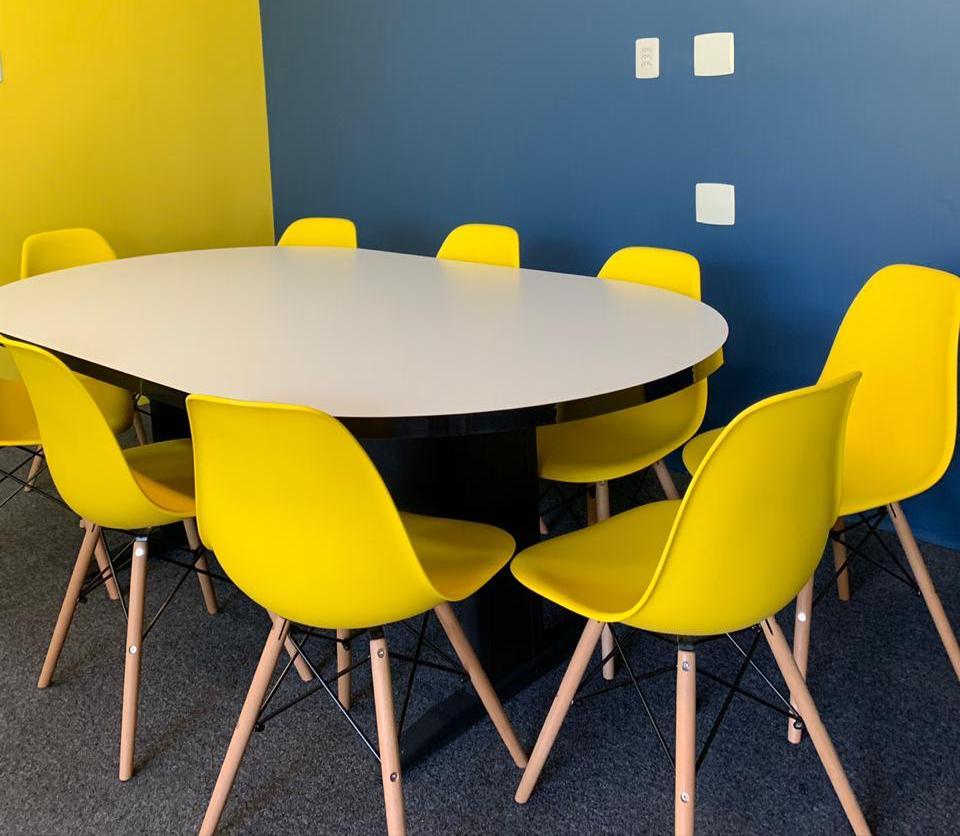 sala de reunião para oito pessoas